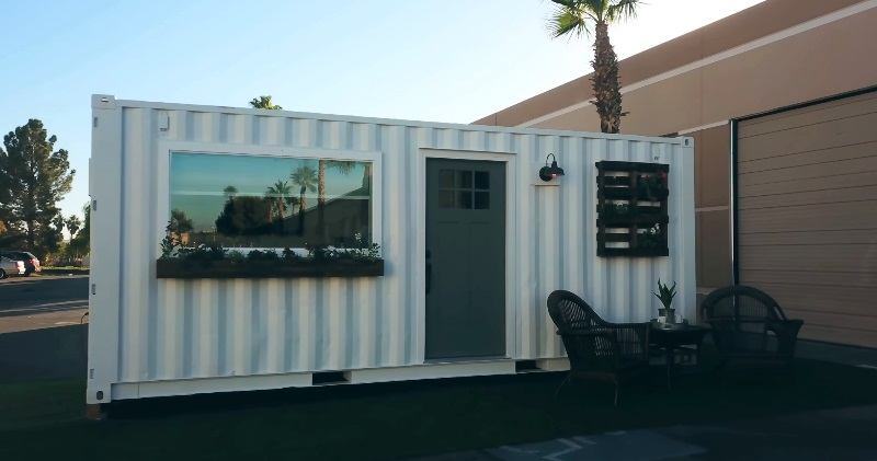 20ft Shipping Container >> Minimalist 20ft Shipping Container Tiny House for $39K | Sia Magazin