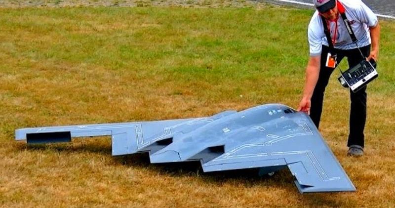 b2 spirit stealth bomber huge rc scale model turbine jet demo flight