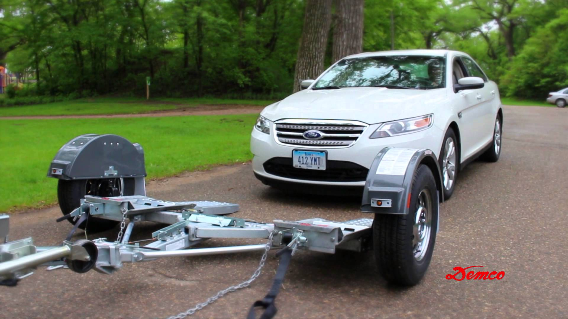 how to load a car onto a tow dolly two wheel car towing sia magazine. Black Bedroom Furniture Sets. Home Design Ideas
