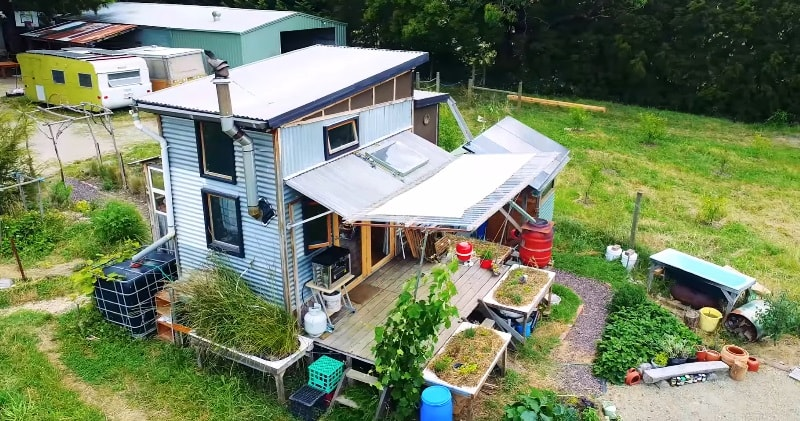 Simple off grid diy permaculture based grey water treatment system wheels in the yarra valley victoria australia where he has set up a clever grey water treatment system for his home based on permaculture principles solutioingenieria Image collections
