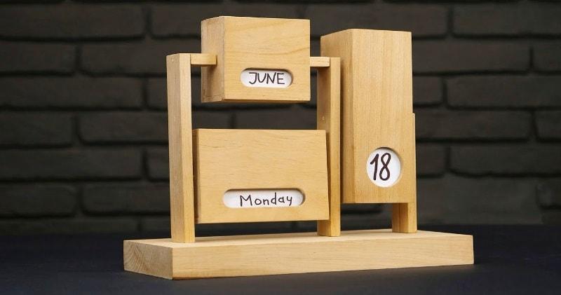 Year Calendar Sia : Diy endless calendar from wood it shows date week day